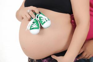 תמונה-ראשית-עמוד-צילומי-היריון-סנאפשוטס-סטודיו-לצילום-צילום-חתונות-צילומי-טראש-צילום-אירועים-צילומי-היריון-מגנטים-לאירועים